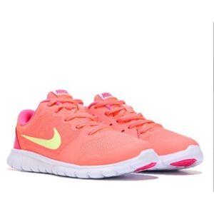 Nike Flex Run 2015 in Lava Glo